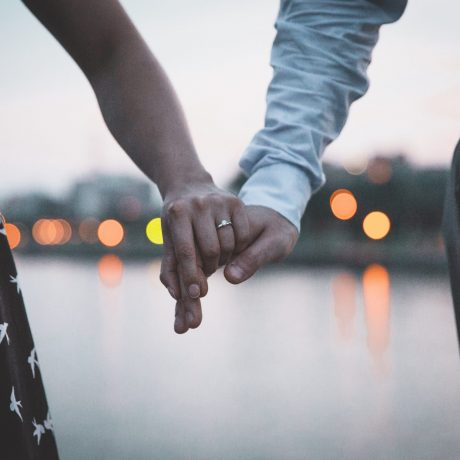 couple-holding-hands-374855-min